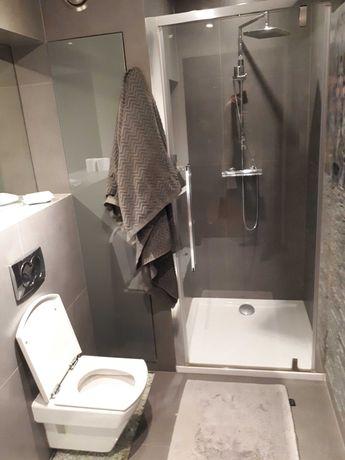 Drzwi szklane prysznicowe kabina z brodzikiem