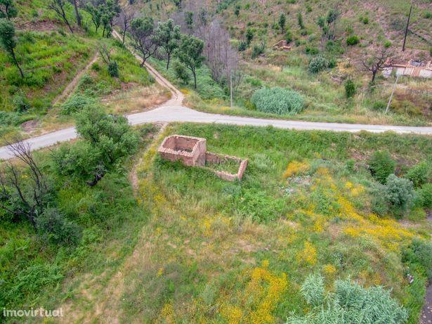 Terreno rústico de 2 hectares e casa