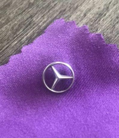 Значек Mercedes