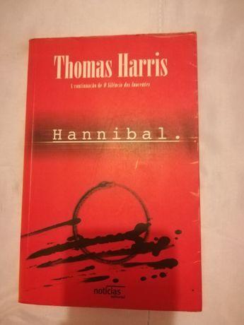 """Vendo livro """"Hannibal"""""""