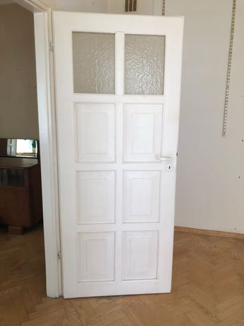 Białe drewniane drzwi 6 sztuk za darmo