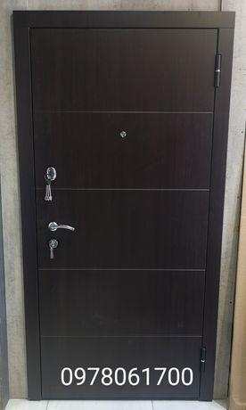 Двери входные в квартиру от завода МетаЛюкс