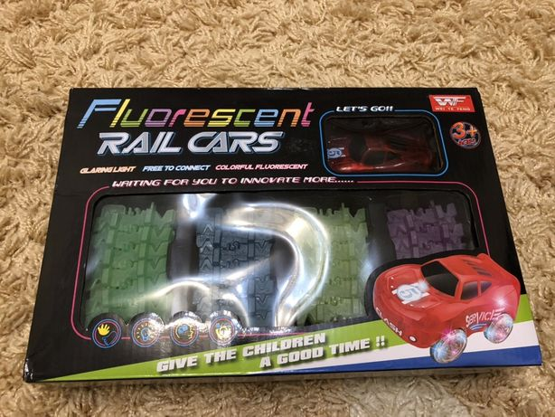 Автотрек мэджик трек «Fluorescent Rail Cars»