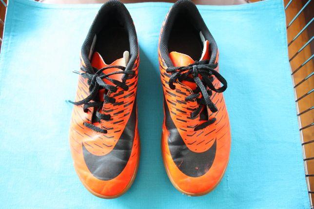 Sapatilhas laranjas flurescentes da Nike de futsal tamanho 38
