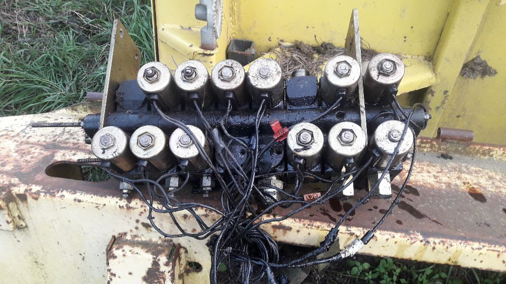 Rozdzielacz hydrauliczny John Deere elektozawór sieczkarnia kombajn