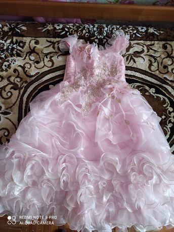 Красивое платье для праздника, утренников, возраст 6-8 лет