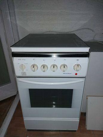 Sprzedam kuchenka gaz. z piekarnikiem elektrycznym z elastycznym wężem