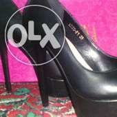 Продам кожаные черные женские туфли