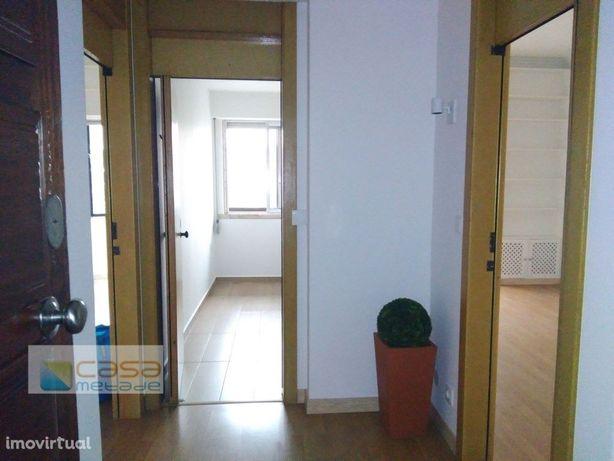 Apartamento T1 para arrendar no campo pequeno