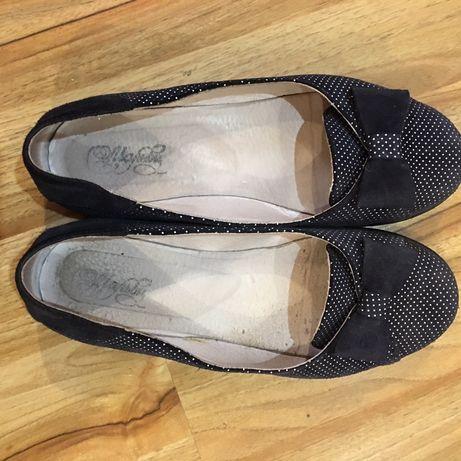 Кожаные туфли на низком каблуке, 36 р.