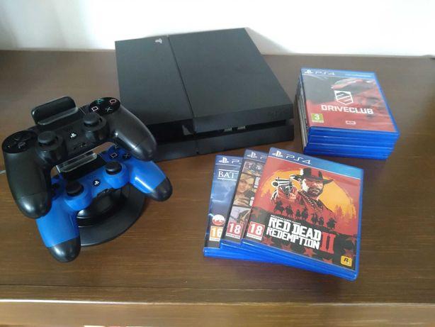 PS4 500GB i dwa pady + 7 gier + stacja ładująca do padów