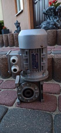 Motoreduktor 230/400 V 0.09 KW 1300 obr/min