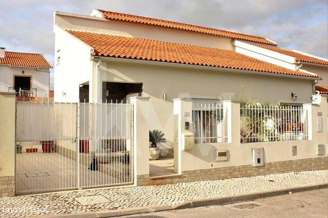 Esplêndida Moradia T3 em zona tranquila na Quinta Do Conde - (Fase I)