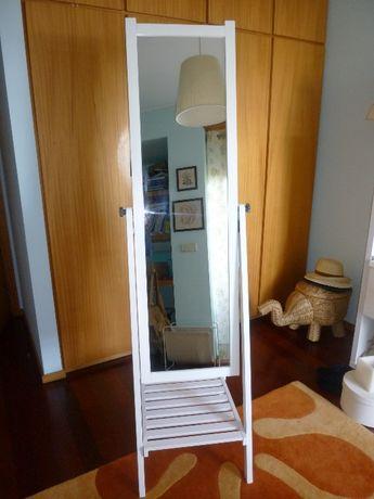 """Espelho """"IKEA"""" com base para arrumação"""