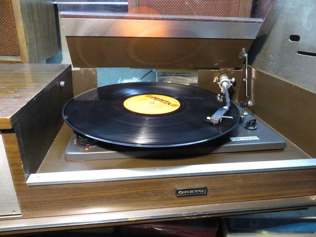 Rádio e gira discos a Válvulas