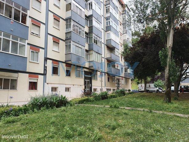 Apartamento T3 recuperado e mobilado em Benfica