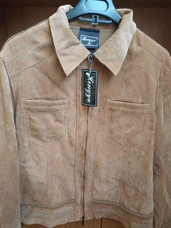Жіноча курточка з вишивкою