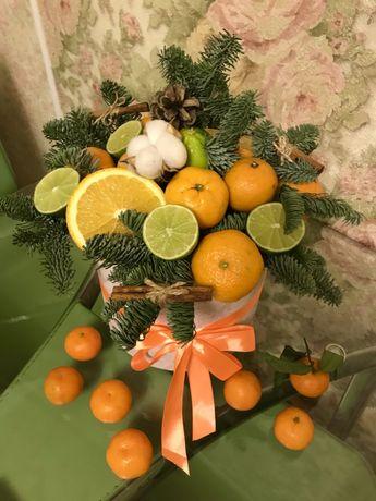 Цветы в коробке. Композиция из фруктов. Фруктовый букет. Подарок.