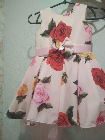 Продам плаття на 4-5 років