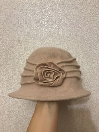 Продам красивую шляпку под пальто