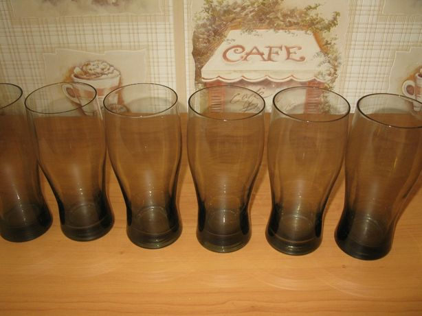 Набор высоких стаканов для напитков