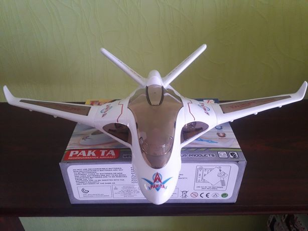 Самолёт истребитель с 3D светом и звуком на батарейках. Літак F16 звук