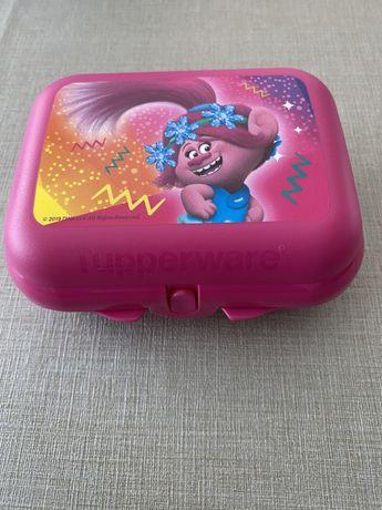 Ostra trolls tupperware Nova