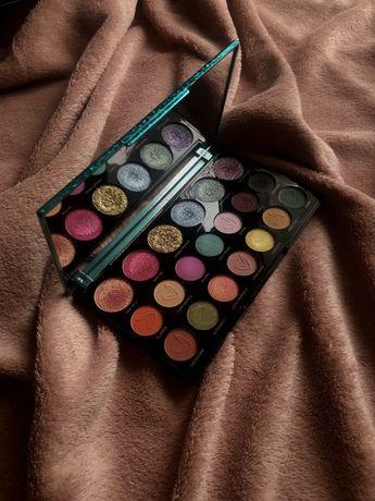 makeup revolution london. shadow palette