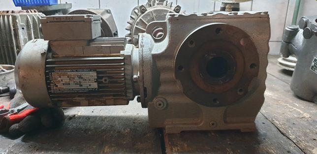 Motoreduktor kątowy 55obr z silnikiem elektrycznym 0,55kw