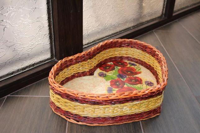 Корзина-сердце плетеное из бумажной лозы. Подарочная корзина. Сувенир.