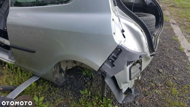 Renault clio III BLOTNIK TYL lewy
