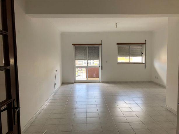 Vende-se apartamento T3, Quinta d' Alçada, boas áreas, sótão e garagem