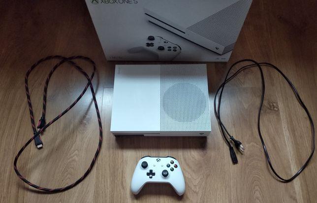 Konsola Xbox one s 1tb + pad + okablowanie + 2 gry