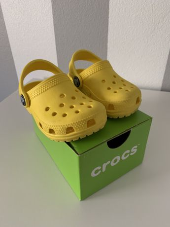 Crocs amarelas 21/22 - C6