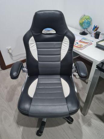 Cadeira escritório cinzenta e branca