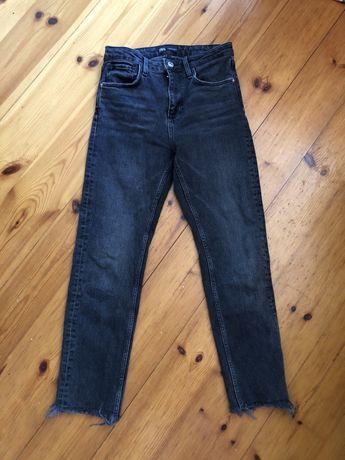 Proste (straight) czarne spodnie jeansy Zara 36