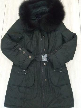 Тепла, зимова жіноча куртка.