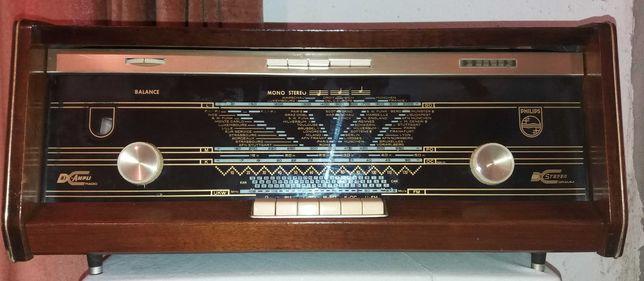 Rádio antigo  Philips modelo B5X23A/74