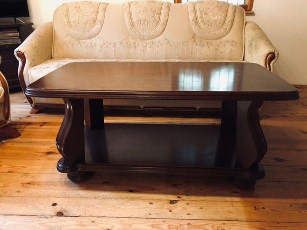 Stylowy stół drewniany