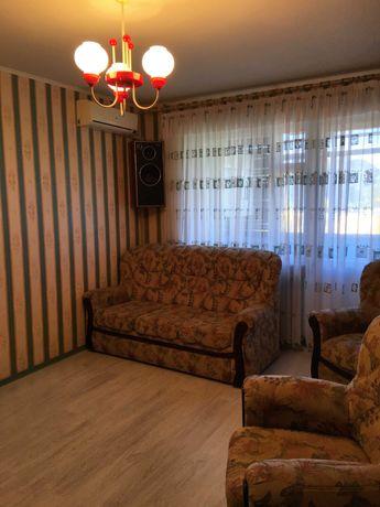 Срочно продам  2-ух комнатную квартиру 10 мкр.