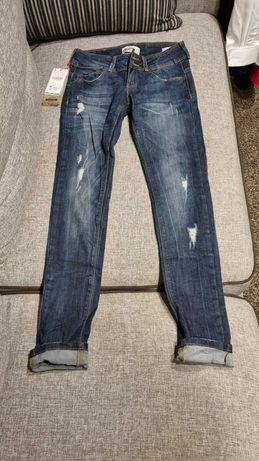 NOWE spodnie jeansowe damskie Bershka rozmiar 34