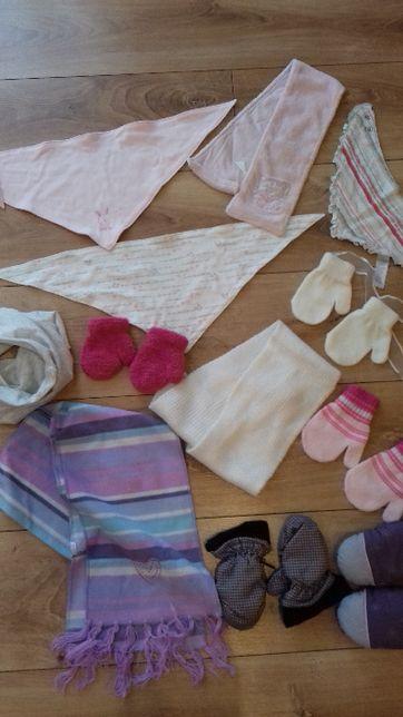 Chusty, szaliki, rękawiczki dla dziewczynki.