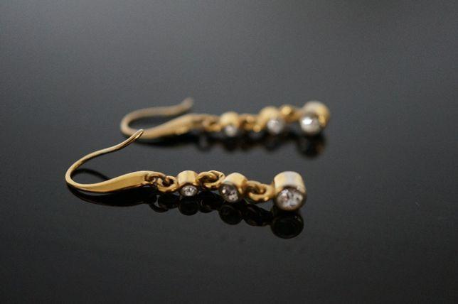 Kolczyki długie wiszące pozłacane w kolorze złota z cyrkoniami