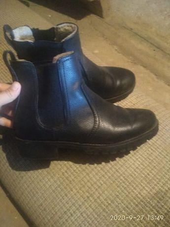 Ботинки шкиряни 39 розмир