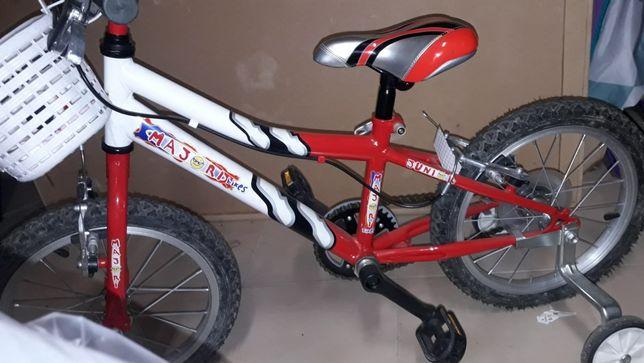 Bicicleta com acessórios incluídos