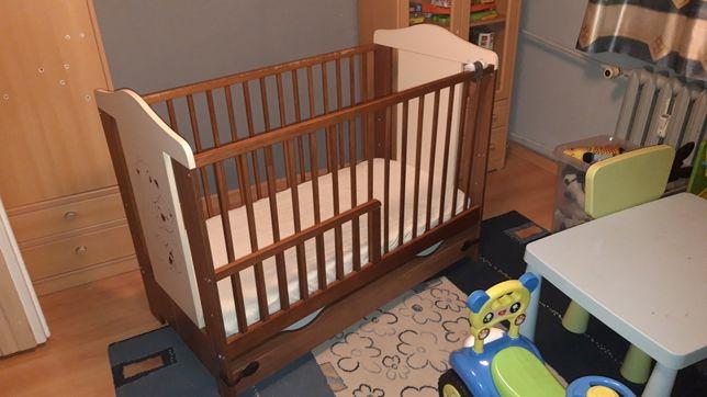 Łóżeczko dziecięce drewniane z materacem