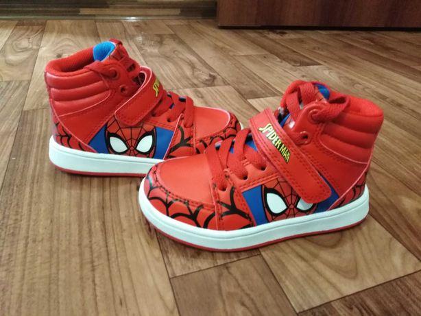 Новые крутецкие ботинки на мальчика