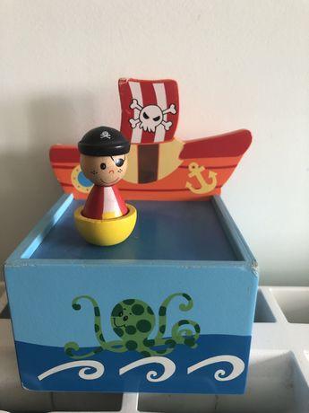 """Caixa de musica """"Pirata"""" do Ale -hop"""