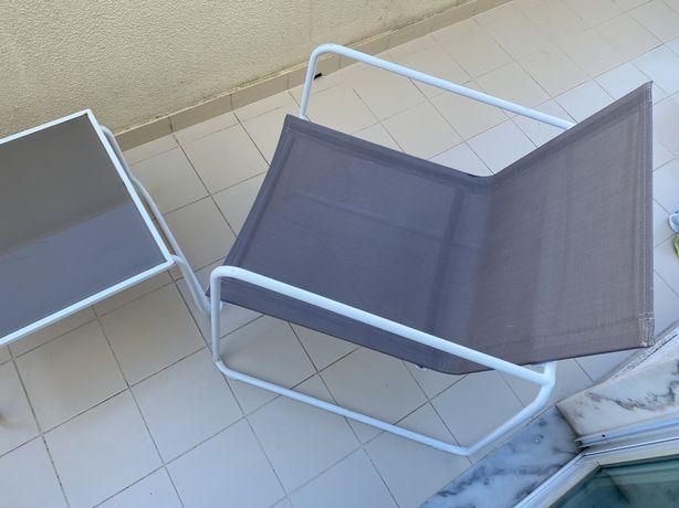 Cadeiras e mesa de exterior