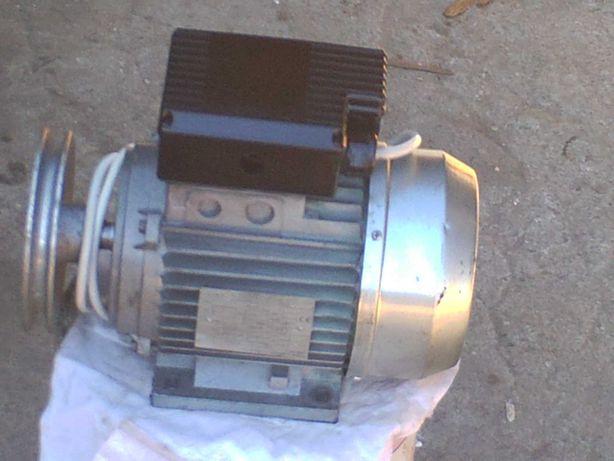 dois motores eletricos monofasicos
